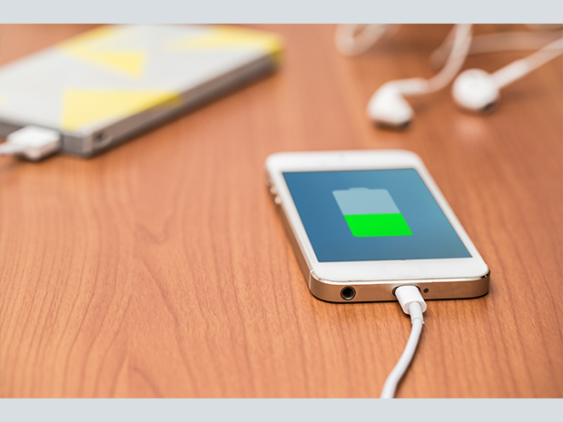 Flash Battery Charges Your Phone in 60 Seconds with Organic Compounds