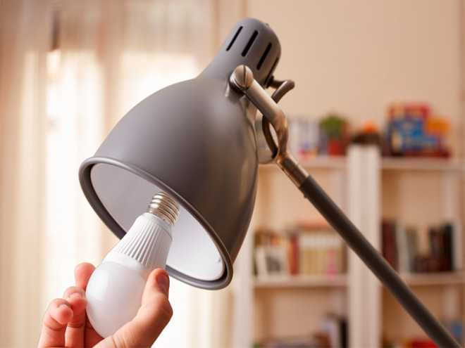 10 Reasons to switch to LED bulbs and ditch CFLs